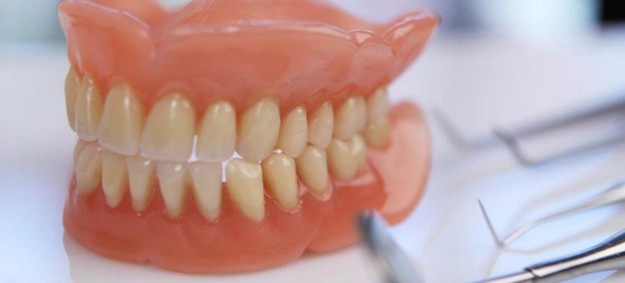 Акриловый зубной пластиночный протез